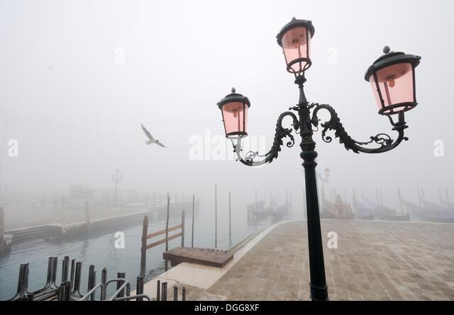 Street lamp and gondolas in the fog, Molo della Piazzetta, St. Mark's Square, Piazza San Marco, Venice, Venezia, - Stock Image