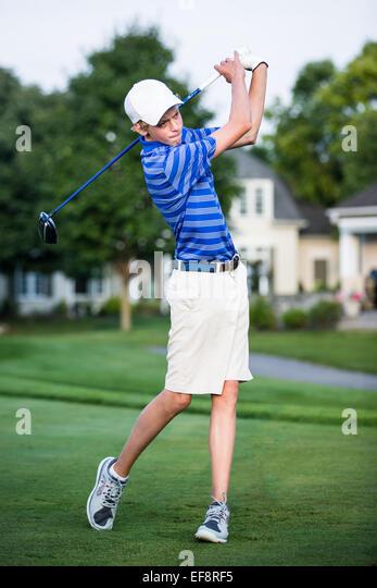 Teenage boy (16-17) playing golf - Stock Image