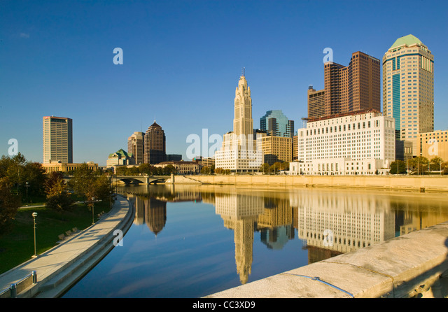 USA, Ohio, Columbus, City Skyline along the Scioto River - Stock-Bilder