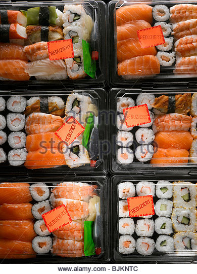 Sushi in plastic boxes with 'Reduced' labels - Stock-Bilder