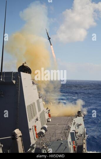 Guided-missile destroyer USS Michael Murphy (DDG 112) fires its first missile while on the Pacific Ocean, 2013. - Stock Image