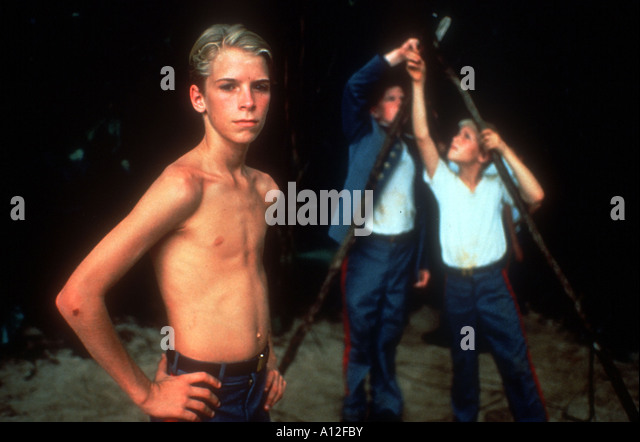 a comparison of the goldings the lord of flies and the movie based on the novel The flies constantly reference the novel coral read this lord of the flies is based  goldings dystopian novel lord of the flies  lord of the flies movie.