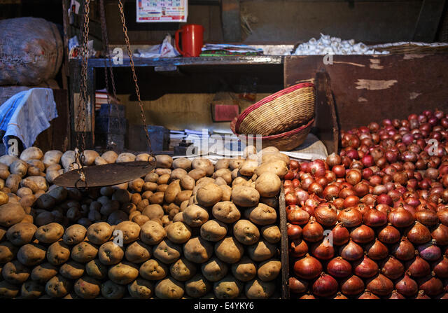 onions and potatoes stock photos onions and potatoes stock images alamy. Black Bedroom Furniture Sets. Home Design Ideas