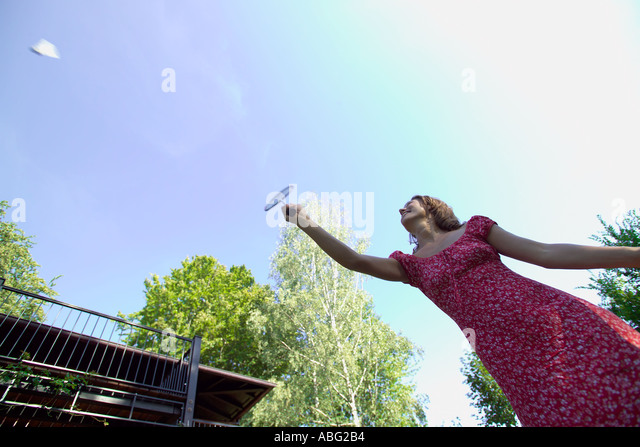 woman in garden playing badminton - Stock Image