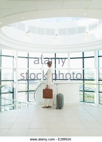 Businesswoman waiting to go on business trip - Stock-Bilder