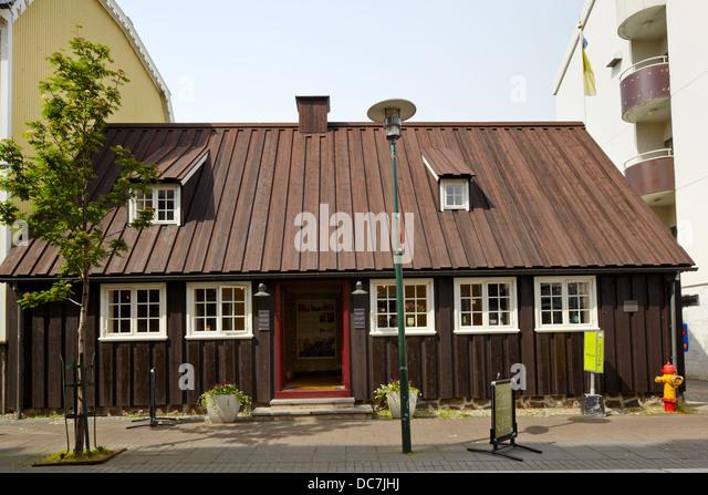 Fogetastofur (Oldest House) on Adalstraeti (Oldest Street) in Reykjavik, Iceland - Stock-Bilder