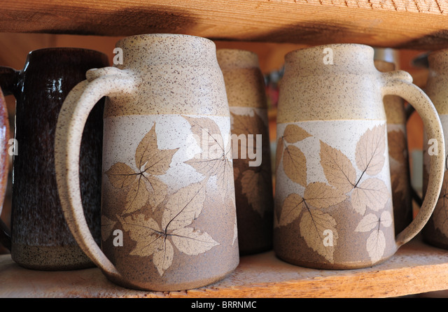 USA New York Bloomfield NY Finger Lakes Region - Wizard of Clay - pottery using leaves as impressions - Stock Image