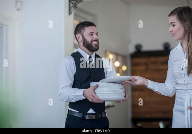 how to carry 3 plates as a waiter