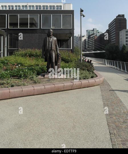 Sky Garden Walk: Garden Walk Bronze Statue Joseph Stock Photos & Garden