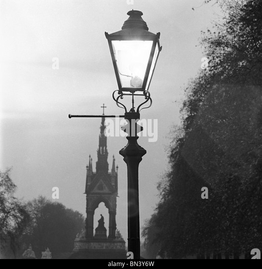 Streetlight, photo John Gay. London, England, 1940s - Stock Image