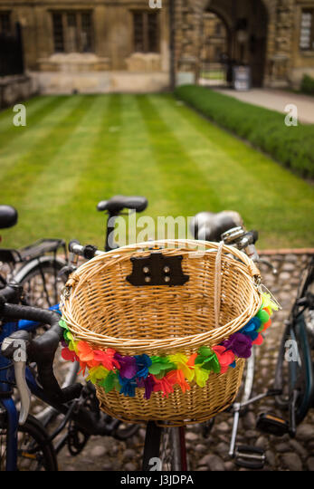 The University city of Cambridge in England with a decorative bicycle - Stock-Bilder