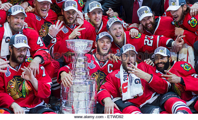 Chicago, IL, USA. 15th June, 2015. Chicago, Illinois, U.S. - Blackhawk teammates pose with the Stanley Cup after - Stock-Bilder