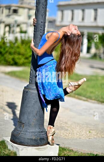 Ballerina from Cuba National Ballet dancing in Vedado neighborhood - Stock Image