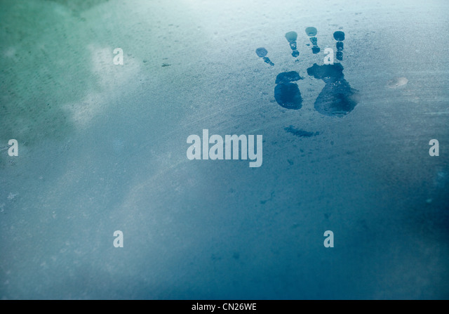 Handprint on car window - Stock Image