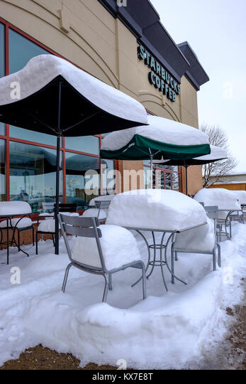 Chairs tables outside coffee shop stock photos chairs for Coffee tables london ontario