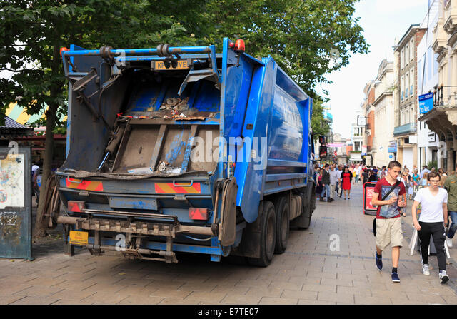Viridor refuse lorry collecting recycling waste in Norwich city centre. - Stock Image