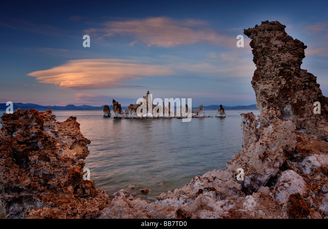 Late afternoon light on Mono Lake near Lee Vining in California, USA. - Stock Image