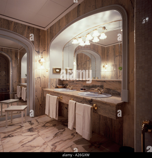 Dwellings barcelona stock photos dwellings barcelona for Well designed bathrooms