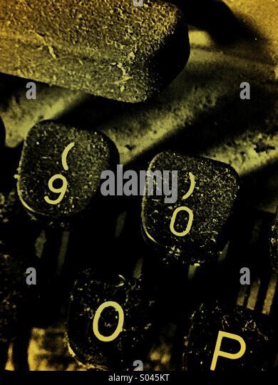 Dust covered keys on typewriter - Stock-Bilder
