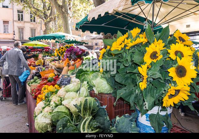 Market Place Richelme, sun flowers,  Vegetables,  Aix en Provence, Bouche du Rhone, France - Stock Image