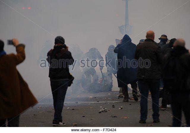 Paris-10E-Arrondissement, France. novembre 29th, 2015. FRANCE, Paris : Policemen beat a person with trucheons on - Stock Image