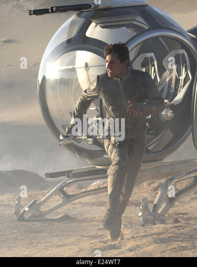Film stills from upcoming Sci-Fi adventure movie 'Oblivion' featuring Tom Cruise (2013). Directed by Joseph - Stock Image
