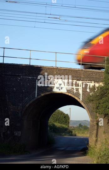 The railway bridge where on the 8th eight August 1963 the infamous Great Train Robbery took place at Sears Crossing - Stock Image