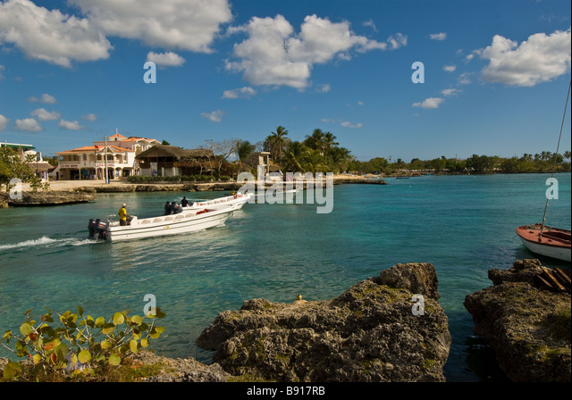 Tour boat after dropping off passengers Bayahibe fishing village gateway for day trips to Isla Saona Dominican Republic - Stock Image