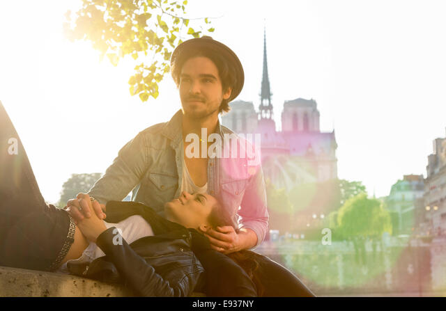 Couple in Paris - Stock-Bilder
