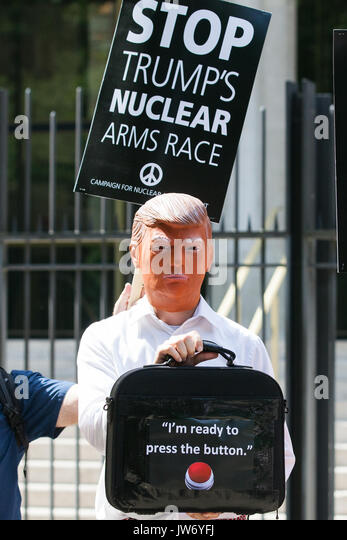 London, UK. 11th Aug, 2017. Campaigners from Stop The War Coalition and the Campaign for Nuclear Disarmament (CND), - Stock Image