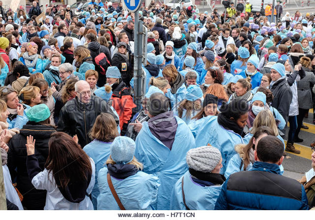 Le Mans, France. 8th Nov, 2016. Nurses and care assistants attend a demonstration as part of a nationwide day of - Stock Image
