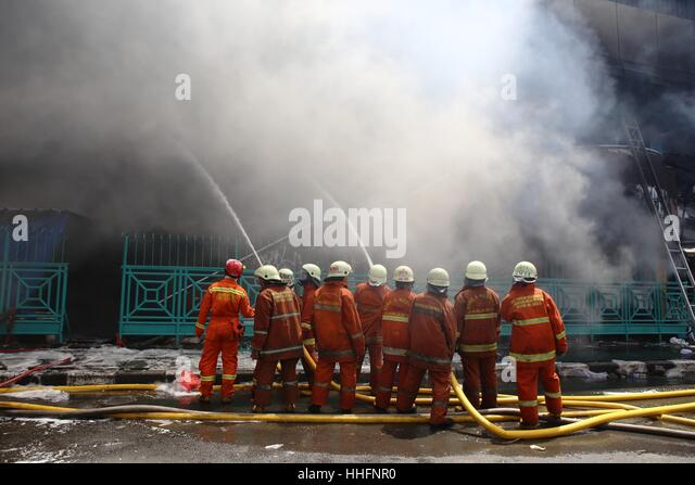 Jakarta, Indonesia. 19th Jan, 2017. Large fires singe stall in Block 1 and Block 2, Pasar Senen shopping center - Stock-Bilder