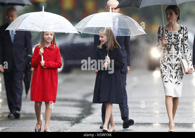 Madrid, Spain. 12th October, 2016. Queen Letizia Ortiz and their daughters princesses Leonor and Sofia of Borbon - Stock Image