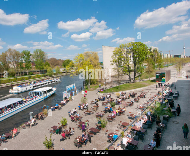 The cafe restaurant outside The House of Worlds Cultures in Berlin Germany - Stock-Bilder