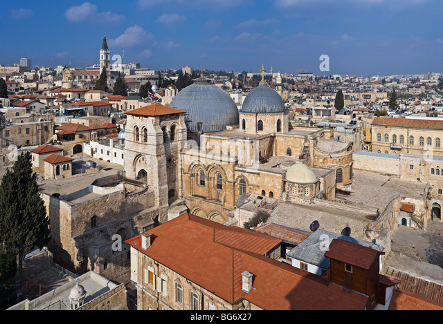 Church of the Holy Sepulcher (Church of the Resurrection) and surrounding houses, Old City of Jerusalem, Israel - Stock Image