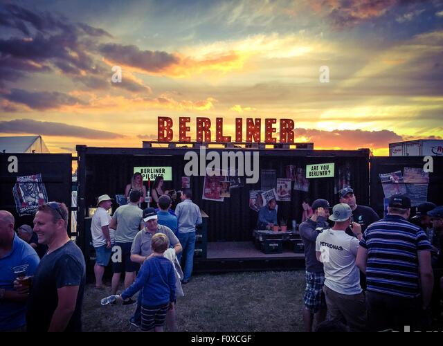 Berliner sign in lights with sky behind, bar serving bier - Stock Image