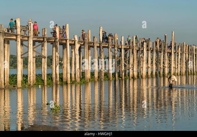 U Bein Bridge over Taungthaman Lake, Amarapura, Mandalay, Myanmar - Stock-Bilder