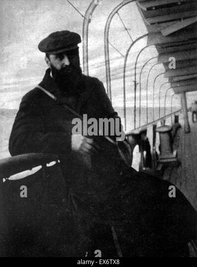 Zionist leader Theodore Herzl on board a vessel reaching the shore of Palestine, 1898 - Stock-Bilder