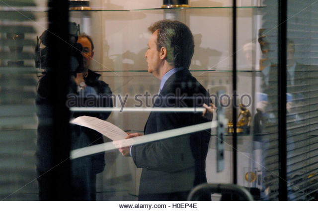 Peter Foster gives a live, televised statement in central London, December 16, 2002. Convicted fraudster Foster, - Stock Image