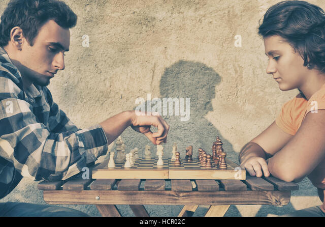 Couple playing chess - Stock Image