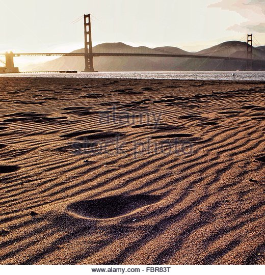Footprints In Sand With Golden Gate Bridget, San Francisco, California, Usa - Stock-Bilder