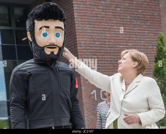 Biebergemund, Germany. 13th June, 2017. German Chancellor Angela Merkel jokes with the company mascot 'Luiggi' - Stock-Bilder