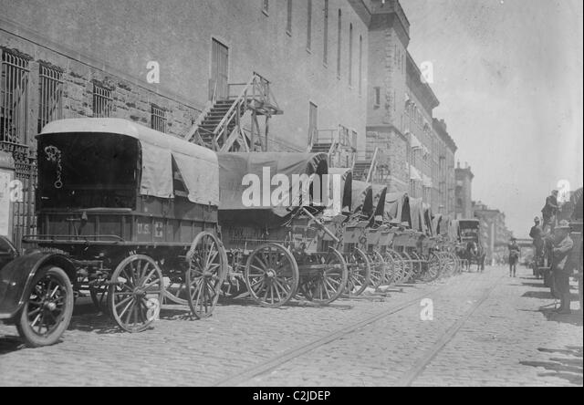 New York National Guard Baggage Train Empty but Ready to be stocked for Transport to Mexico - Stock Image