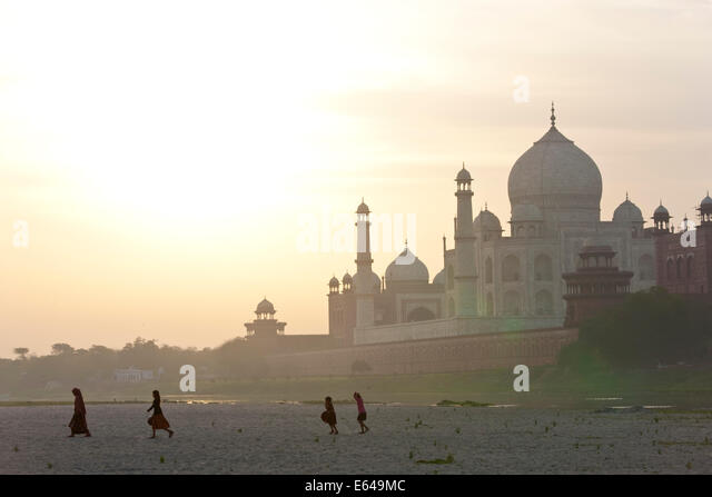 Taj Mahal on the banks of the River Yamuna, Agra, India - Stock Image