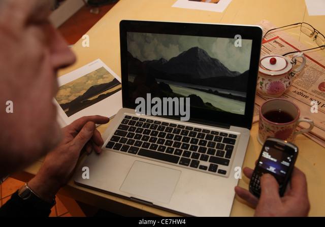 Bidding live online art auction - Stock Image