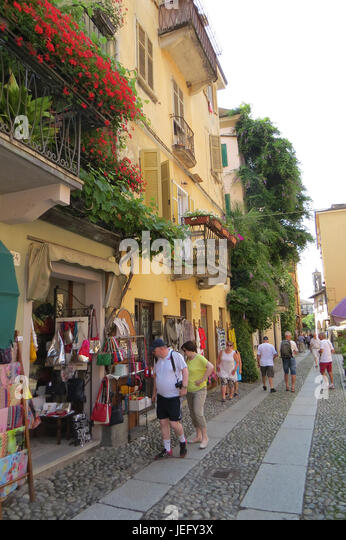 PELLA, Piedmont, Italy. Tourists shopping in the  village on the western shore of Lake Orta,  Photo:  Tony Gale - Stock-Bilder