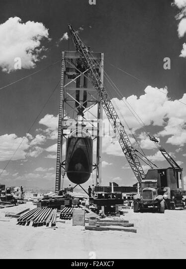 'Jumbo' the atomic device being positioned for 'Trinity' test at Alamogordo, New Mexico. July 15, - Stock-Bilder