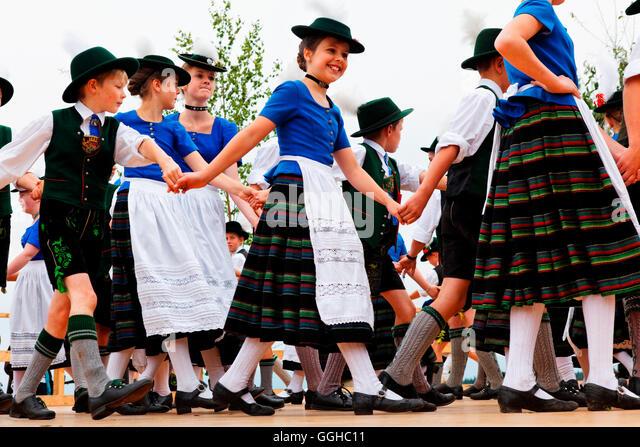 Bavarian folk dancers, Dietramszell, Upper Bavaria, Bavaria, Germany - Stock-Bilder