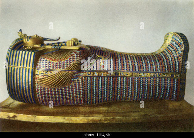 The second of three coffins of Pharao Tutankhamun (reigned 1332?1323 BC), as discovered by Howard Carter among others - Stock-Bilder