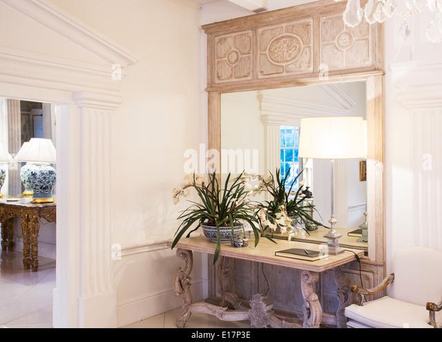 Illuminated lamp in luxury foyer - Stock Image